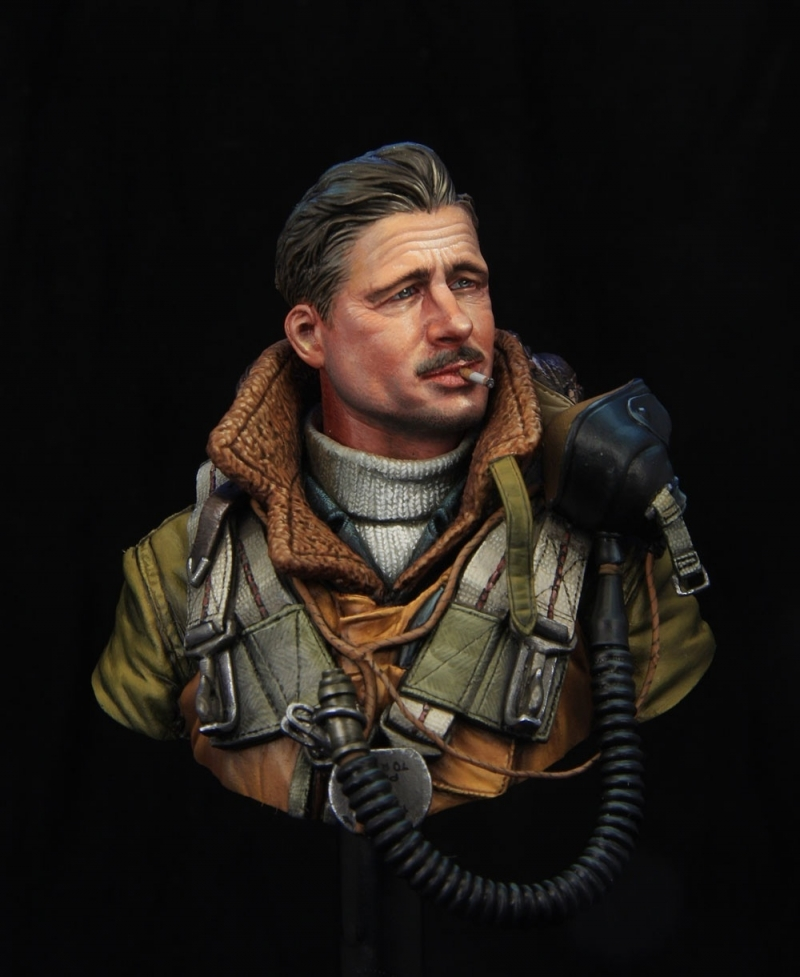 WWII RAF bomber pilot 1\10 bust boxart for Young miniatures