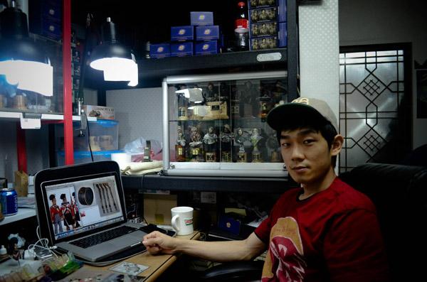 Myeong-Ha Hwang at his workspace