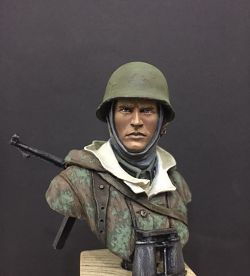 1/10| Man of Waffen SS, NCO with MP40