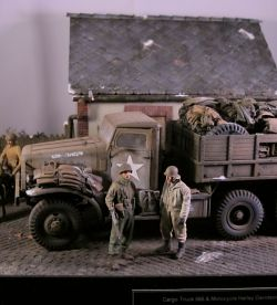 U.S. 2tn Armored Division - Cargo 666 Truck & Motocycle Harley Davidson - 1945