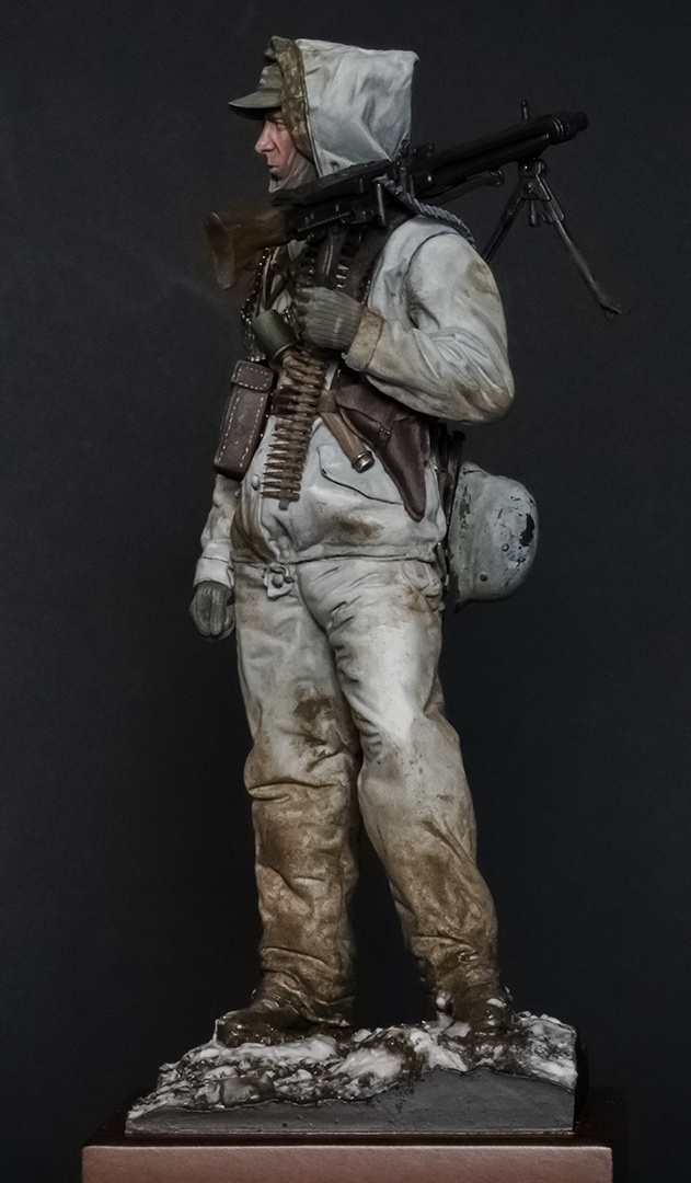 MG42 machine gunner