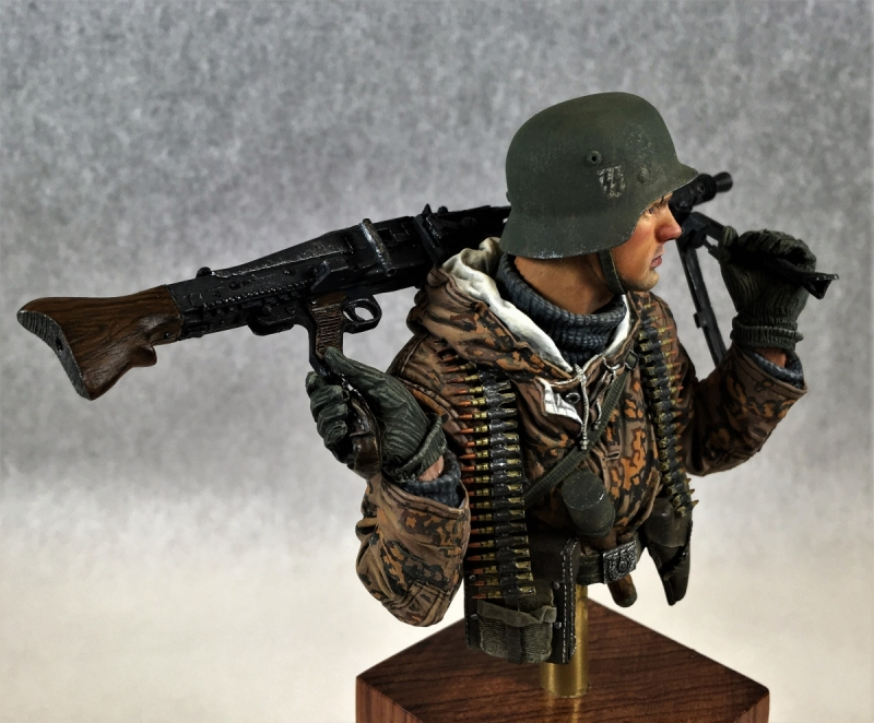 German SS MG42 Gunner