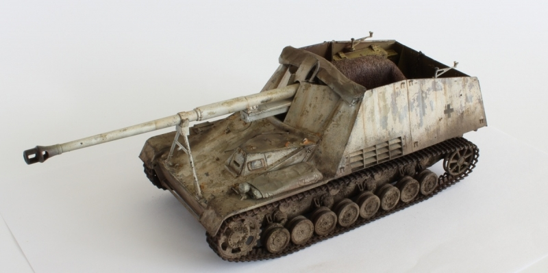 Built 1/35 Sd.Kfz. 164 Nashorn Winter camo WWII German Tank Destroyer AFV Club